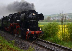 Dampfzug-Dampflok-18-150-Jahre-Tauberbahn-bahnhofgamburg-ferienwohnung-holidayrental-wuerzburg-würzburg-aschaffenburg-rothenburg-ob-der-tauber-liebliches-taubertal-franken-franconia-wertheim-village-tauber-bischofsheim-airbnb-traum-ferienwohnungen