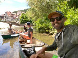 kanu-kajak-liebliches-taubertal-bahnhof-gamburg-freunde-gruppen-jga-familien-urlaub-kinder-kayak-ferienwohnung-tauber-sport-mikroabenteuer-kanufahren-kanutour-natur-canoe-outdoor dreiländereck hessen bayern baden-württemberg franken odenwald spessart -paddeln-wandern-boot boat canoo main-tauber-kreis fluss Gamburg Werbach Tauberbrücke Tauberpaddeln #tauberpaddeln flüsschen strom stromschnellen rudern ruderboot flusslauf oberlauf unterlauf bach bachlauf microadventure abenteuer projekt junggesellenabschied junggesellinnenabschied bachelor bachelorparty party event draussen raus camping glamping picknick picnic chicnic tour wandertour spielen wasser wassersport wasserpistole schwimmen baden badespaß badestrand springen planschen schlauchboot piraten seefahrer entdecker entdecken hunde willkommen paradies hotel unterkunft gruppenreise ausflug reise travel action abenteuer herberge klassenfahrt jugendherberge pilgerreise pilgern pilgerer jakobsweg familienurlaub bahnhof gamburg reiseziel reiseziele deutschland destination germany taubervalley franconia franken odenwald spessart harz schwarzwald eifel heide seenplatte bayrischer wald taunus hunsrück flüsse saar isar inn elbe mosel lahn rafting wildwasser buddies sommerurlaub sommerferien bawü baden-württemberg visitbawü visitbawu nordic walking sightseeing sehenswürdigkeiten wasserweg wasserstraße